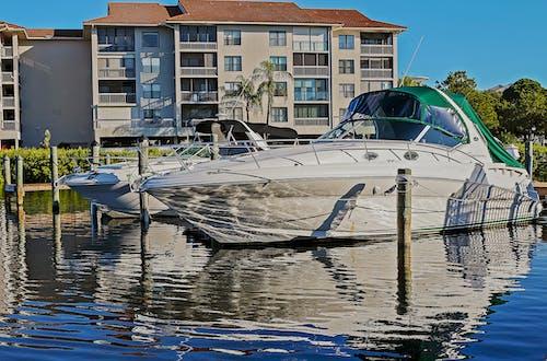 Foto stok gratis air, area docking, Arsitektur, bangunan