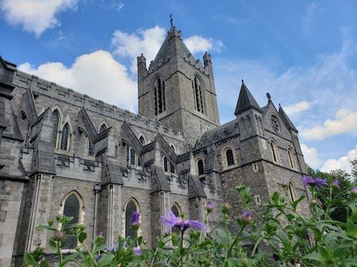 Immagine gratuita di archi, architettura, chiesa, cielo