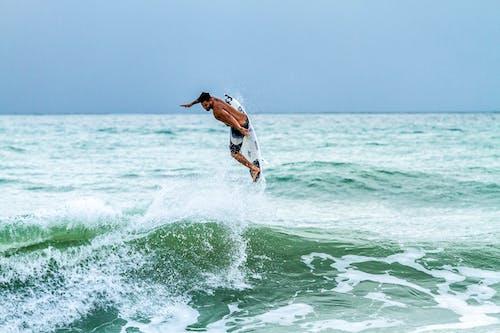 Kostnadsfri bild av fluga, jordyta, surfa, surfare