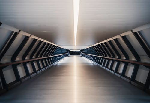 內部, 反射, 地下, 地鐵系統 的 免费素材照片