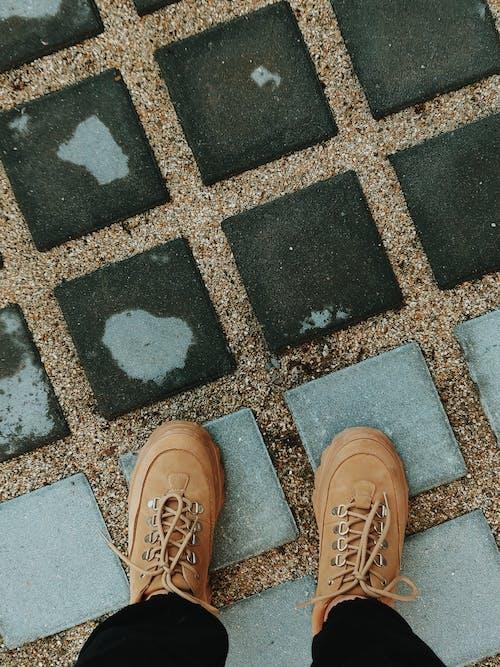 Fotobanka sbezplatnými fotkami na tému betón, betónová podlaha, chodník, človek