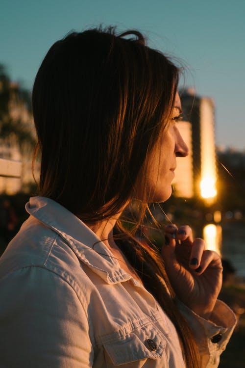 Darmowe zdjęcie z galerii z kobieta, niebo, piękny, portret