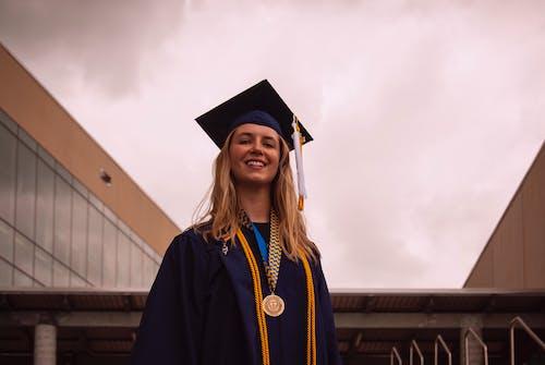 Kostnadsfri bild av examen, examen, fiu, porträtt