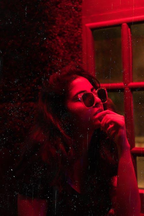 akşam, bar, dişi, gece içeren Ücretsiz stok fotoğraf