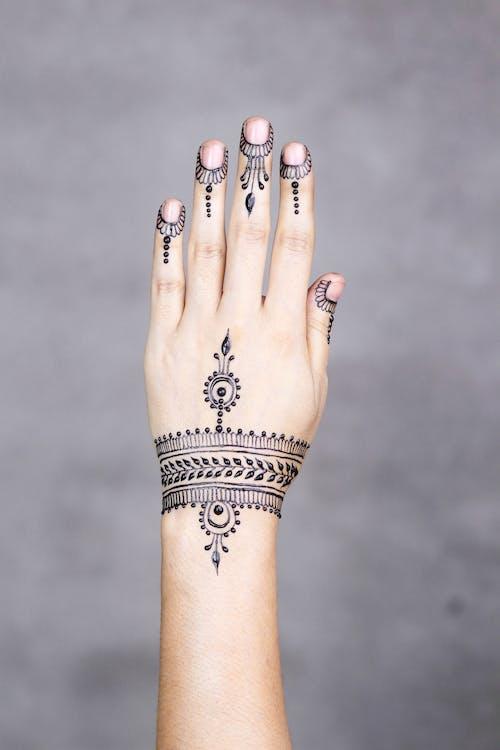 Gratis arkivbilde med design, hånd, henna, hud