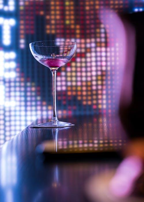 Foto profissional grátis de bebida, bebida alcoólica, copo, copo de haste