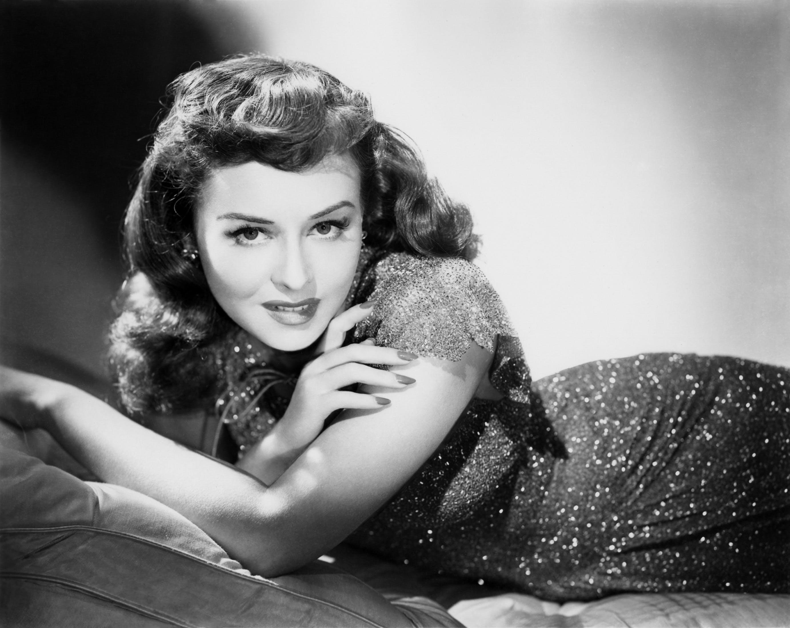 Free stock photo of black-and-white, woman, vintage, monochrome