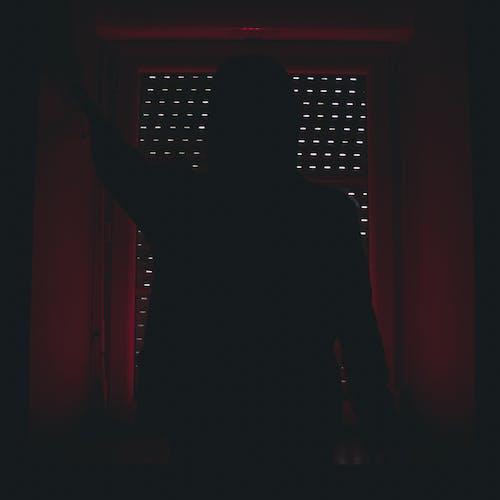 Foto profissional grátis de desconhecido, efeito de luz, escuro, frio