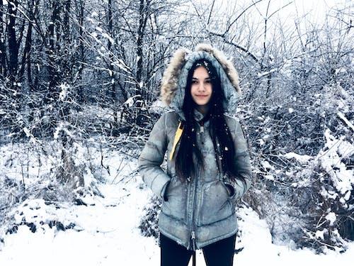 Imagine de stoc gratuită din alb, fată drăguță, fată frumoasă, fundal de iarnă