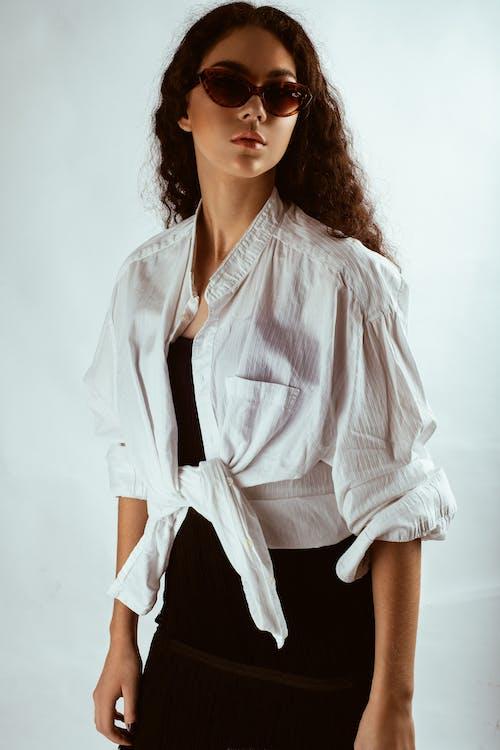 Základová fotografie zdarma na téma bílé pozadí, brunetka, focení, hezký