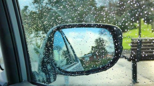 araba camı, su damlası, yağmur içeren Ücretsiz stok fotoğraf