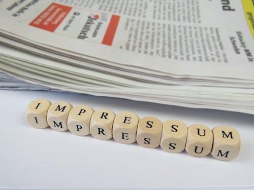 baskı, basmak, gazete, kelime içeren Ücretsiz stok fotoğraf