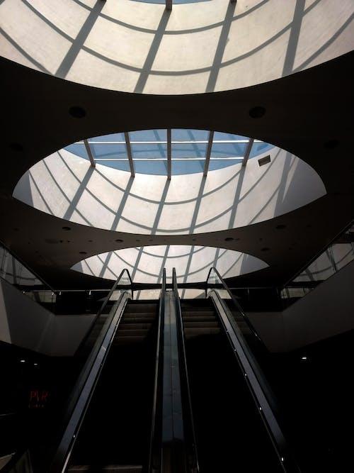 Immagine gratuita di architettura, edificio, finestra, luce del sole