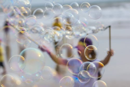 Darmowe zdjęcie z galerii z bąbelki powietrza, bańka mydlana, plaża