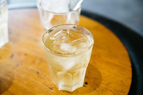 Kostenloses Stock Foto zu alkoholfreie getränke, alkoholisches getränk, bar cafe, becherglas