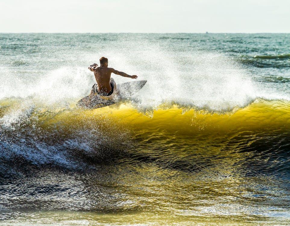 berselancar, depan pantai, gelombang