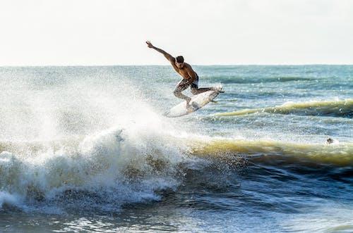 Бесплатное стоковое фото с вода, водная поверхность, водные виды спорта, волны