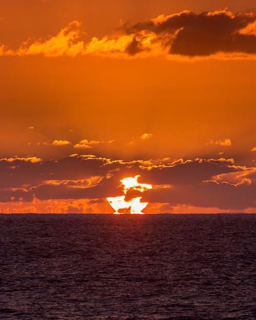 Foto d'estoc gratuïta de bonic capvespre, formació de núvols, hora daurada, núvols