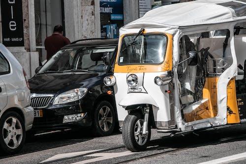 Безкоштовне стокове фото на тему «авторикша, Вулиця, жовтий»