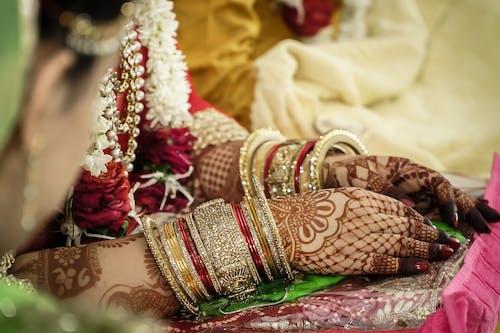 คลังภาพถ่ายฟรี ของ hena, mahendi, ดอกไม้สวย, มือ