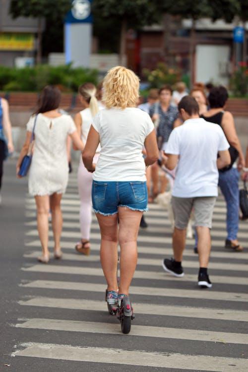人行橫道上的人, 人行道, 城市