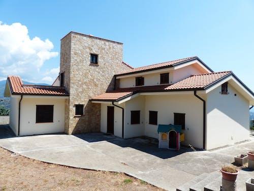 Foto profissional grátis de arquitetura, cobertura, propriedade, telhado