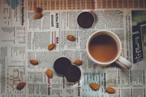Bademler, baskı, bir fincan kahve, espresso içeren Ücretsiz stok fotoğraf