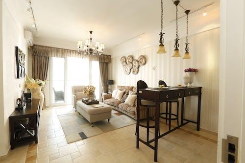 Kostenloses Stock Foto zu boden, couch, design, drinnen