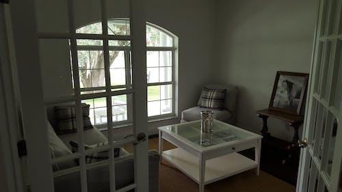 Безкоштовне стокове фото на тему «інтер'єр, архітектура, білий, віддзеркалення»