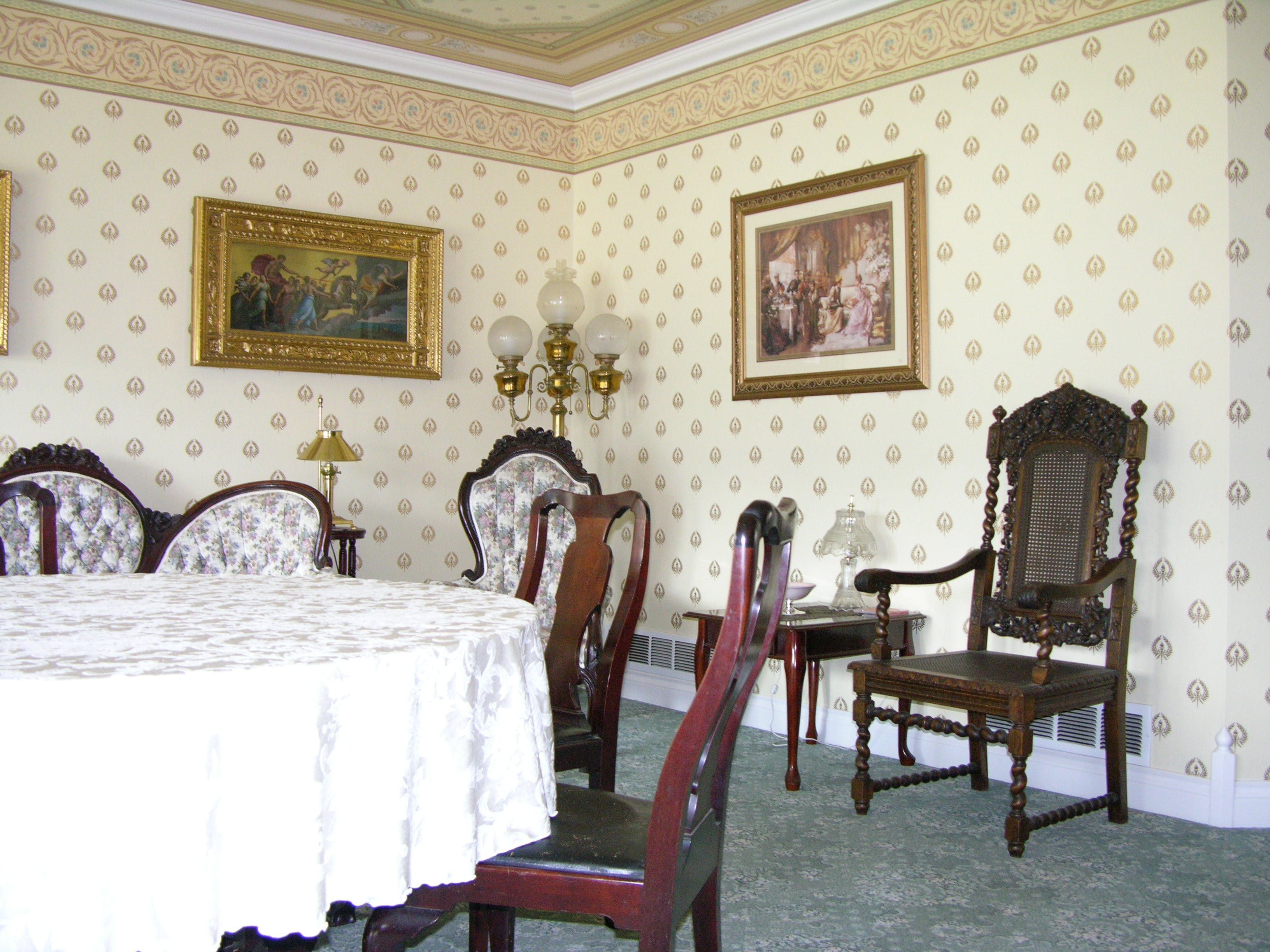 Free stock photo of wall paper, victorian dining room, formal living