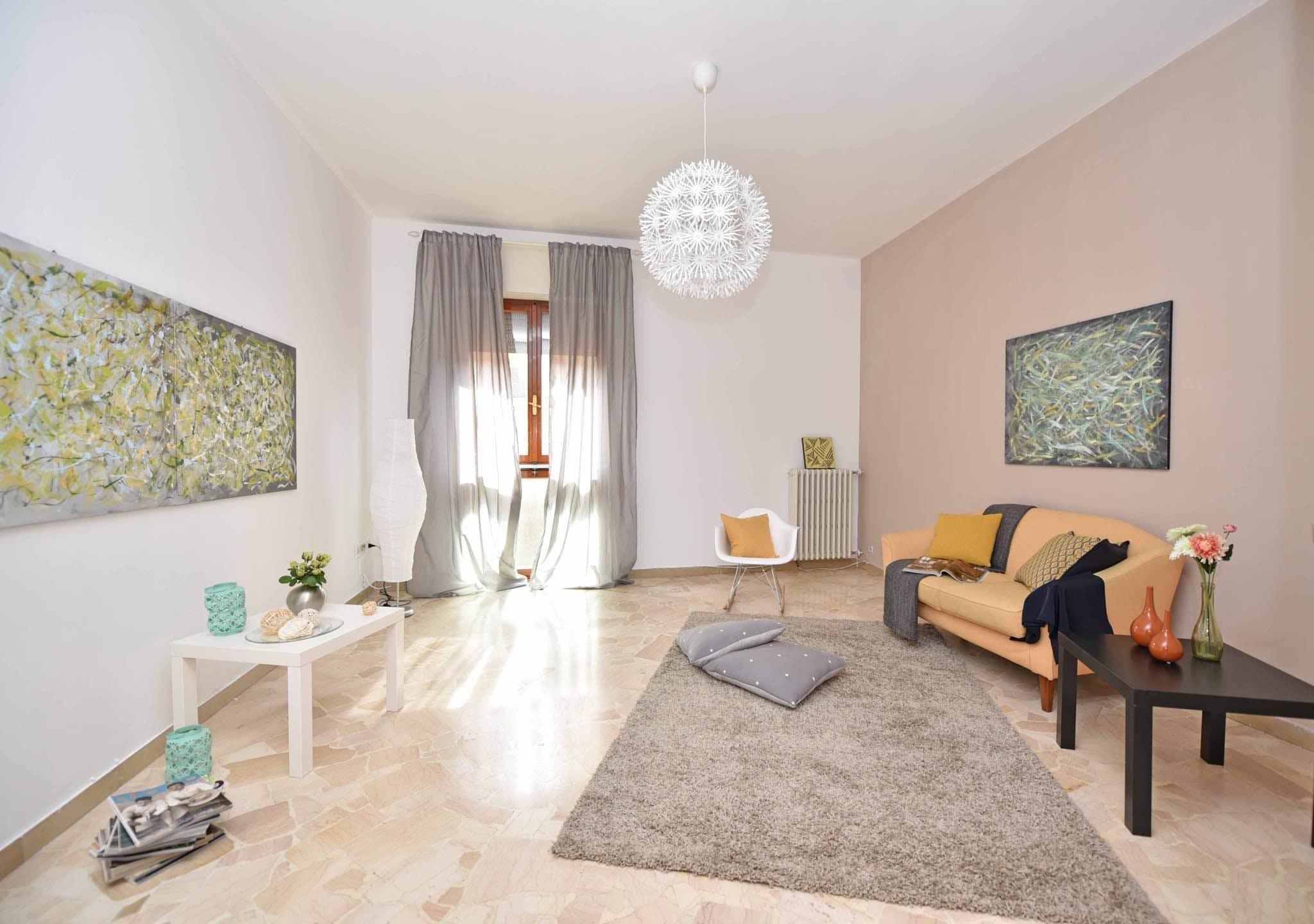 Безкоштовне стокове фото на тему «декоративна подушка, кімната, квартира, килим»