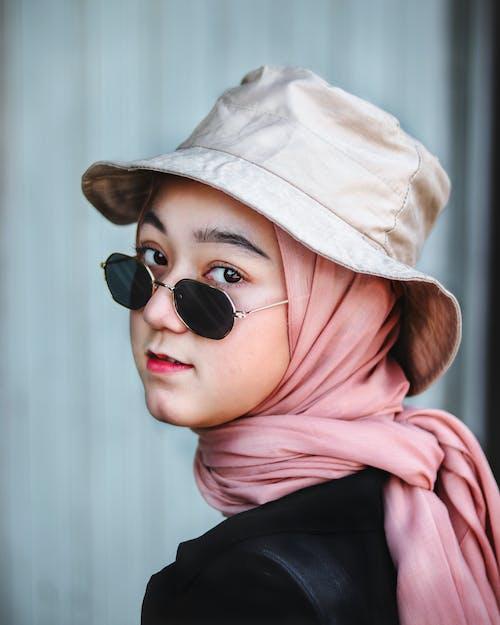 Foto profissional grátis de bonita, cachecol, cara, chapéu