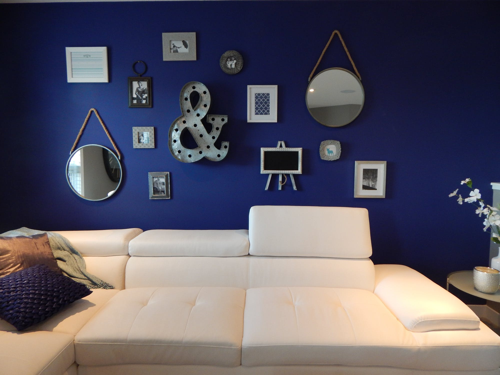 Empty living room with hanging wall decorations