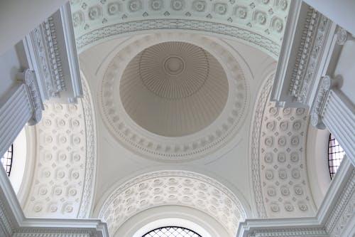 Darmowe zdjęcie z galerii z architektura, biały, budynek, dekoracja
