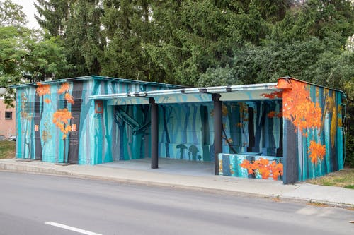 Kostenloses Stock Foto zu bushaltestelle, graffiti