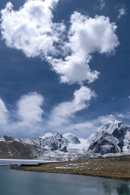 Darmowe zdjęcie z galerii z chmury, dolina, jezioro, krajobraz