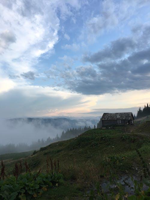 Gratis lagerfoto af bakke, betagende, bjerg, bolig
