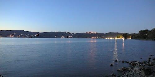 Foto profissional grátis de lago, luzes noturnas, noite