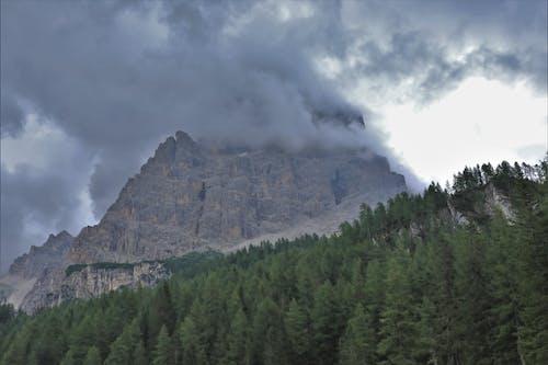 Gratis arkivbilde med dolomittene, fjell, mørke skyer
