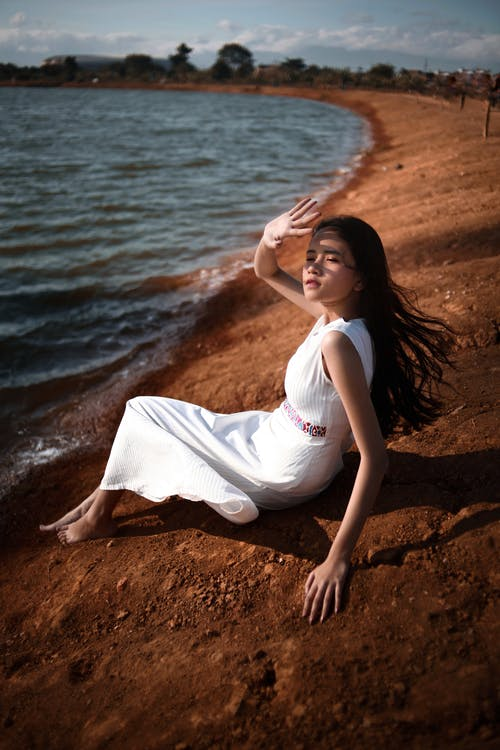 Gratis stockfoto met Aziatisch meisje, Aziatische vrouw, buitenshuis, eigen tijd