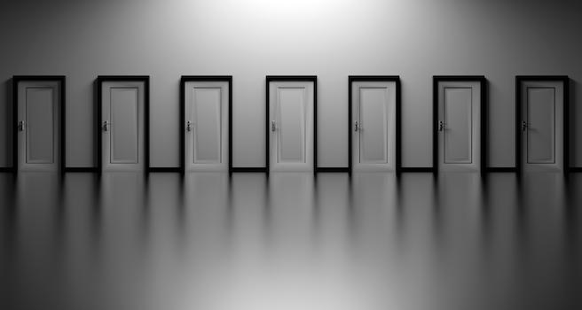 Kostenloses Stock Foto zu schwarz und weiß, entscheidung, türen, gelegenheit
