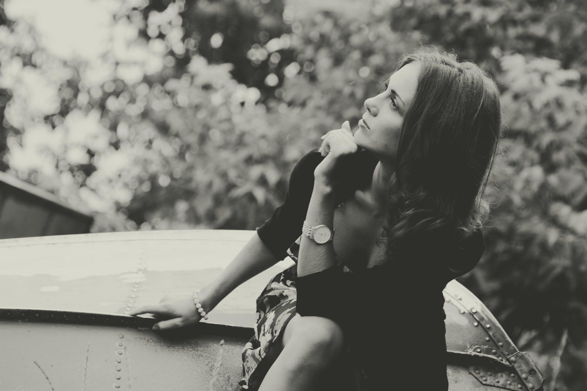 Základová fotografie zdarma na téma černobílý, dáma, holka, krása