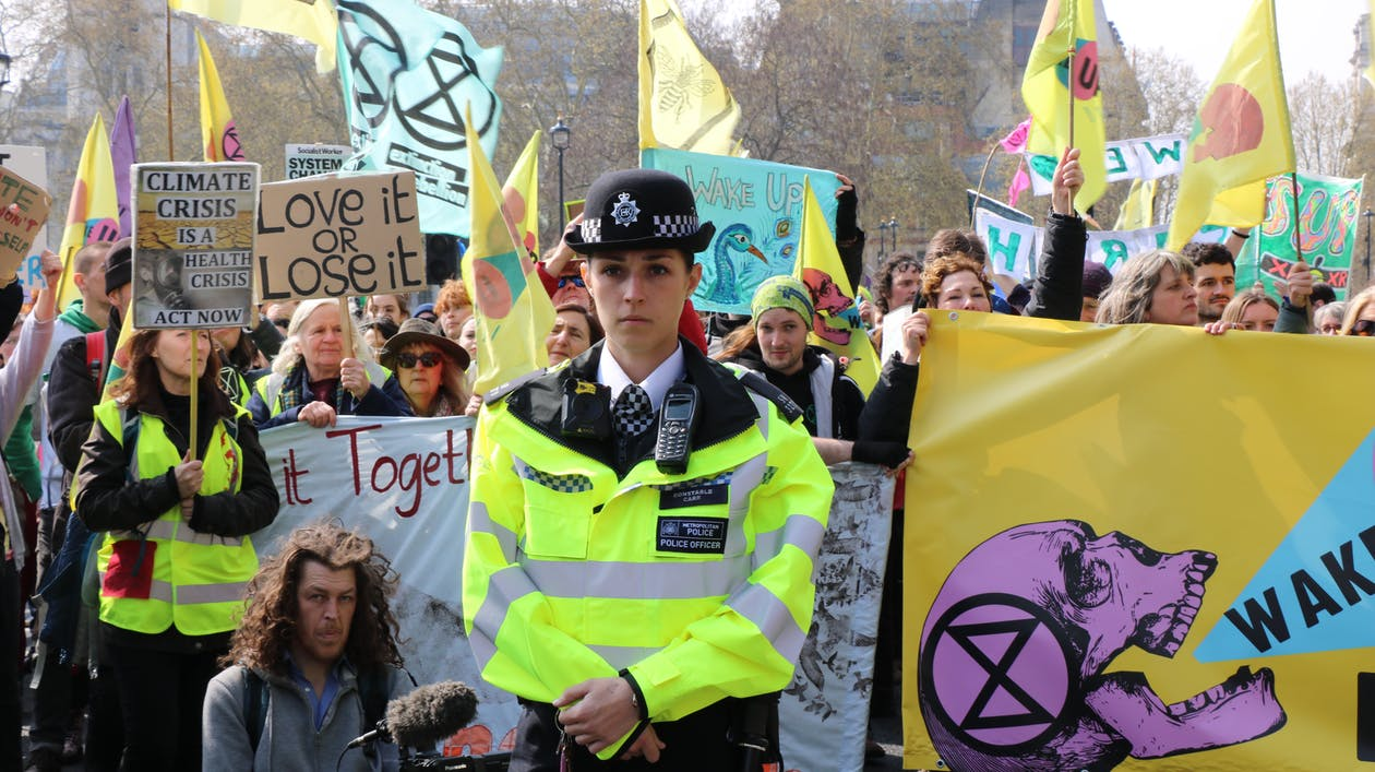 extinction rebellion, london, police offer