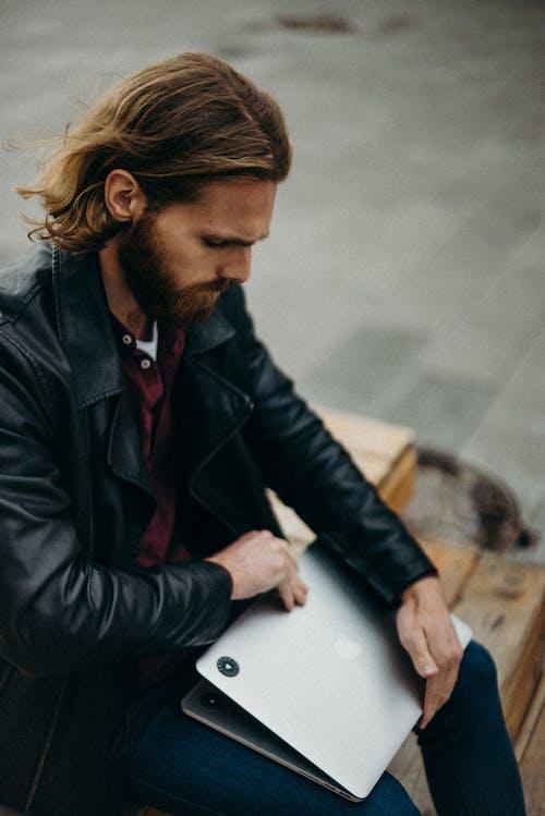 Foto profissional grátis de agasalho, ao ar livre, aparelho, barba