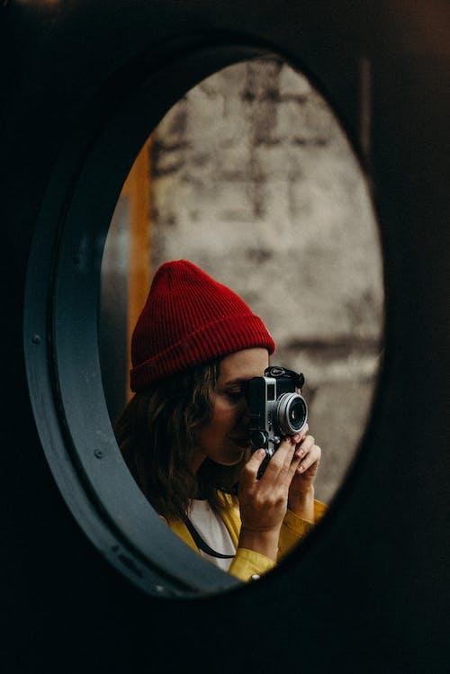 Photos gratuites de à l'intérieur, appareil photo, bonnet, exploration