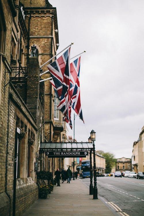 Immagine gratuita di architettura, bandiera britannica, bandiere, centro città