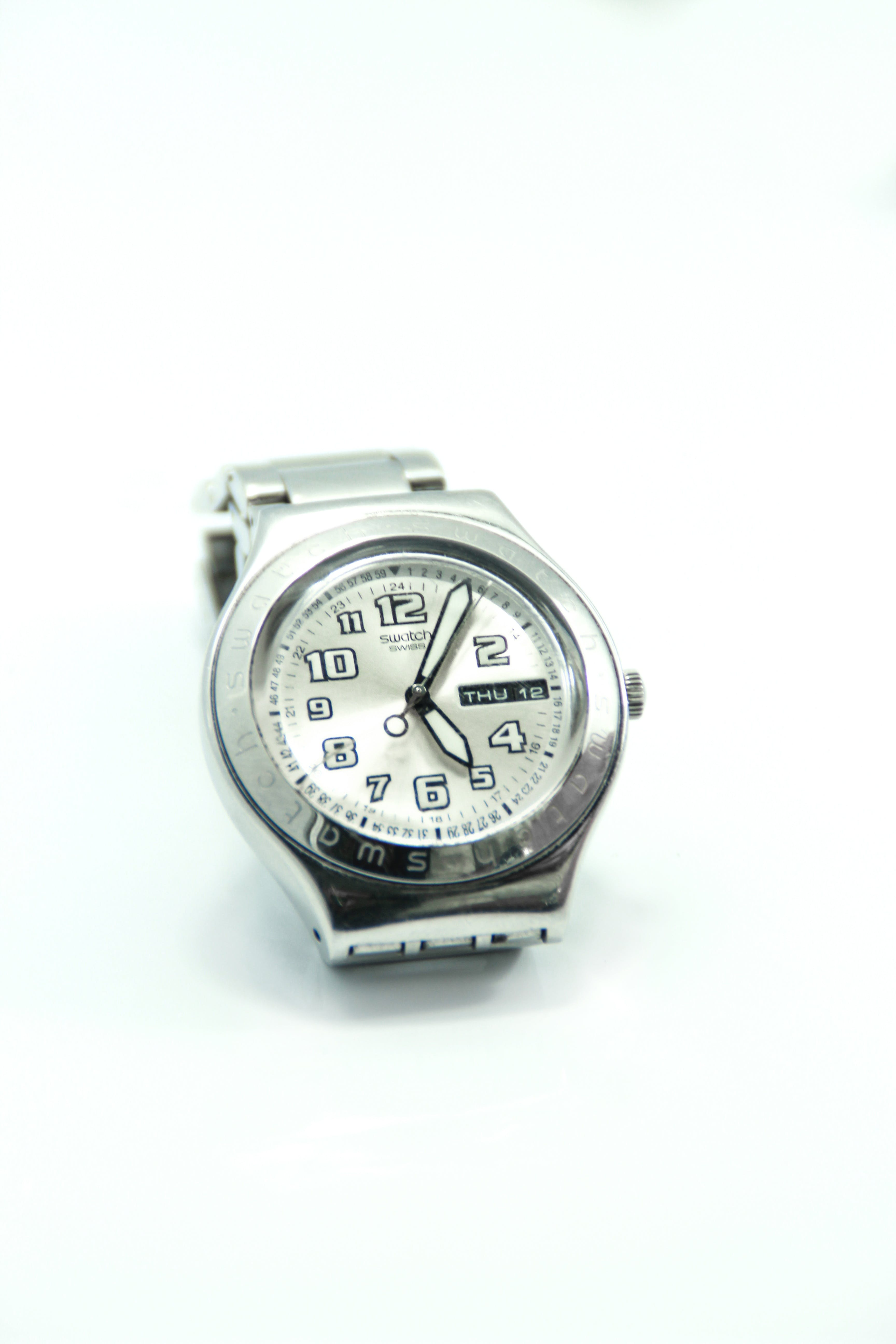 Round Silver-colored Analog Watch Reading at 5:05