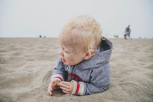 Foto d'estoc gratuïta de bebè, cabells rossos, desgast, dia