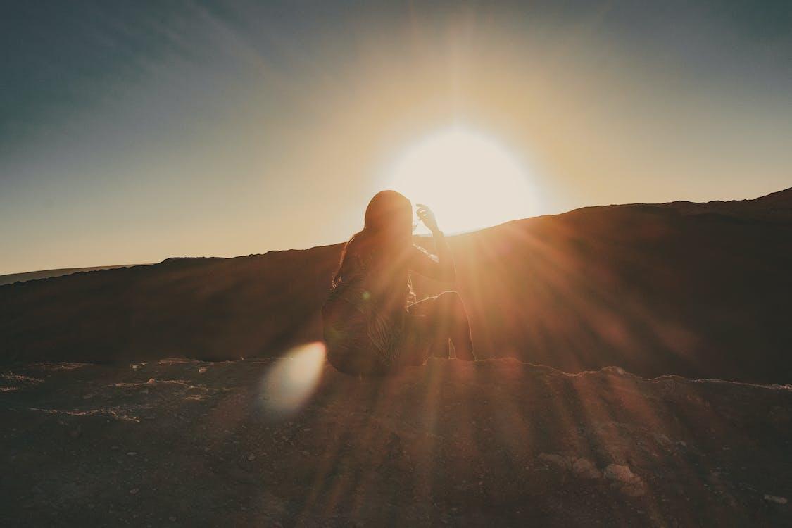 belle jeune femme, coucher de soleil, coucher du soleil