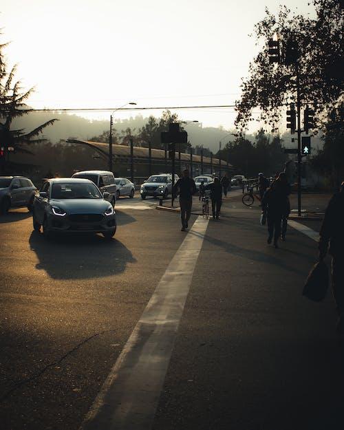 Gratis arkivbilde med by, byfotografering, folk fotografering, gate